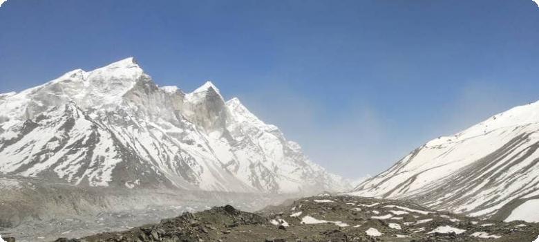 Uttarakhan Himalayan view of snow peaks