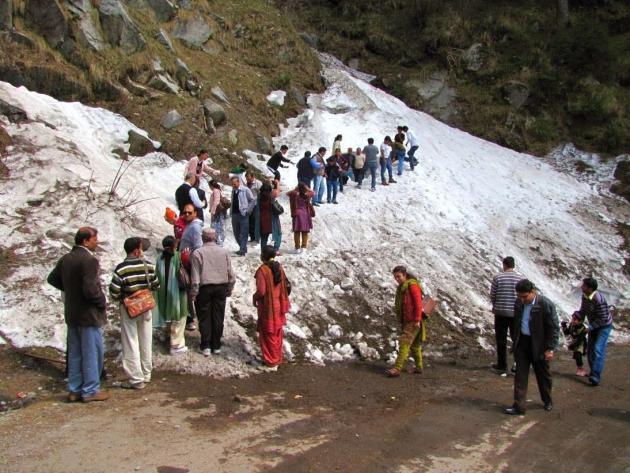April snow on the way to Khajjiar