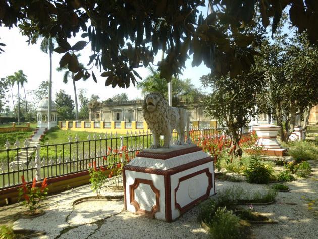 Kathgola palace garden pond