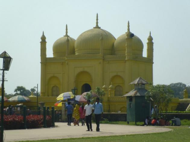 Yellow masjid