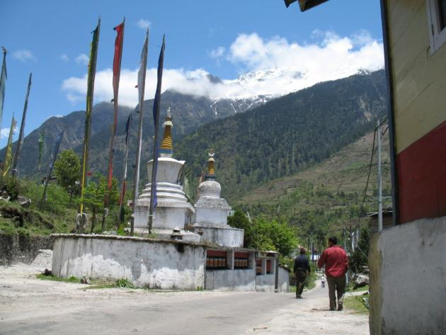 Chortens at Lachung, towards Yumthang