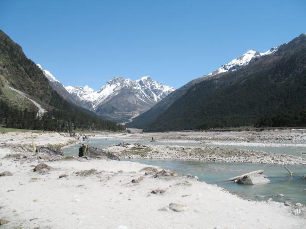 Lachungchu flowing through Yumthang valley