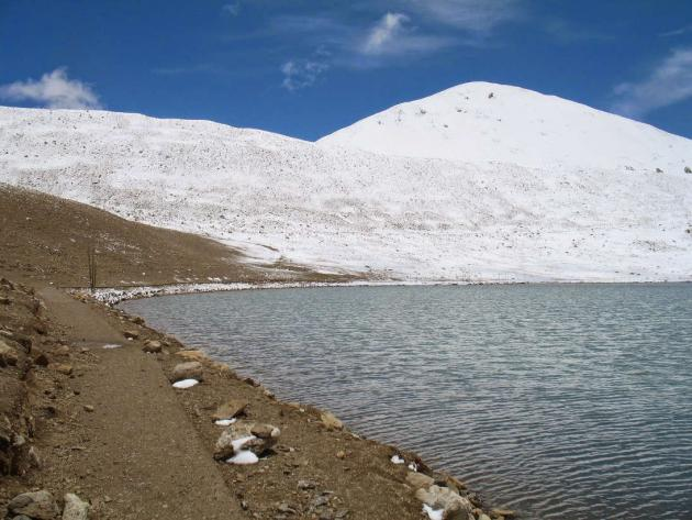 Snow covered peaks surrounding Gurudongmar lake